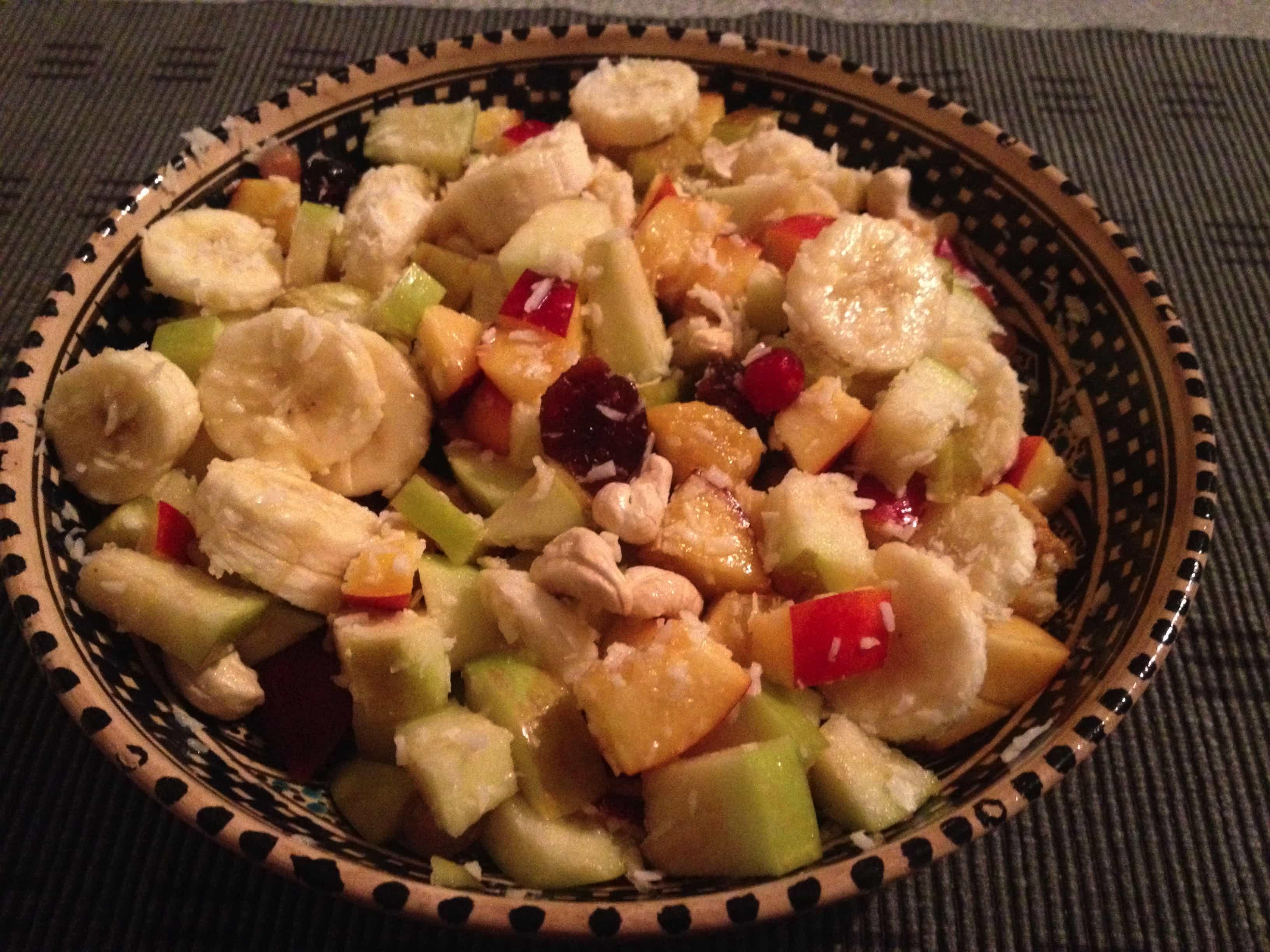Sommerlicher Obstsalat mit Kokos