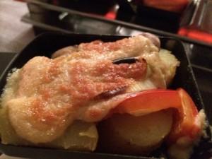 Ein fertiges Pfännchen - Raclette vegan