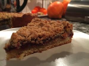 Kirsch-Kuchen mit Mandelstreuseln und Schokolade