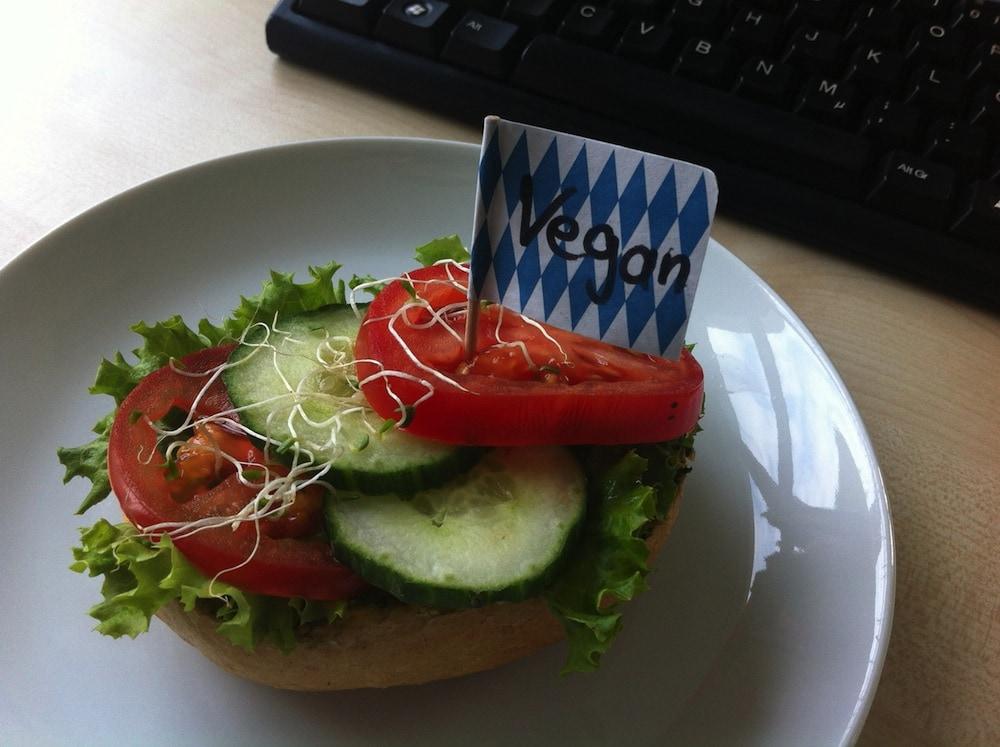 Vegan unterwegs: Mittagspause und Snacks im Büro