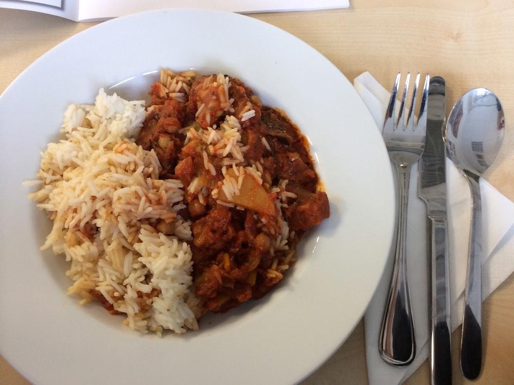 Auberginen-Kartoffel-Tomaten-Soße mit Reis