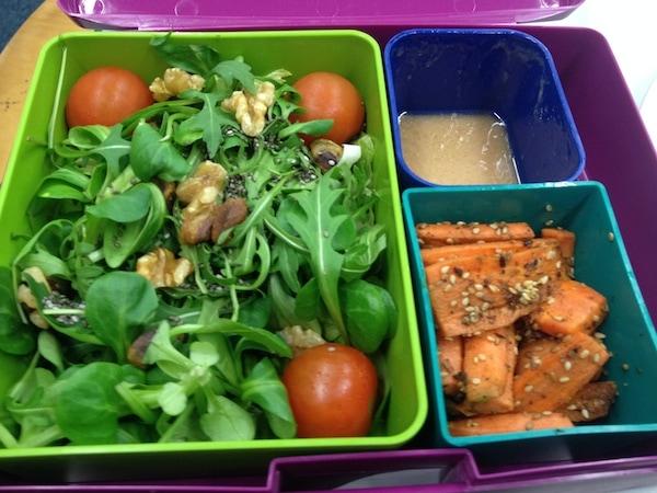 Salat mit Sesammöhren