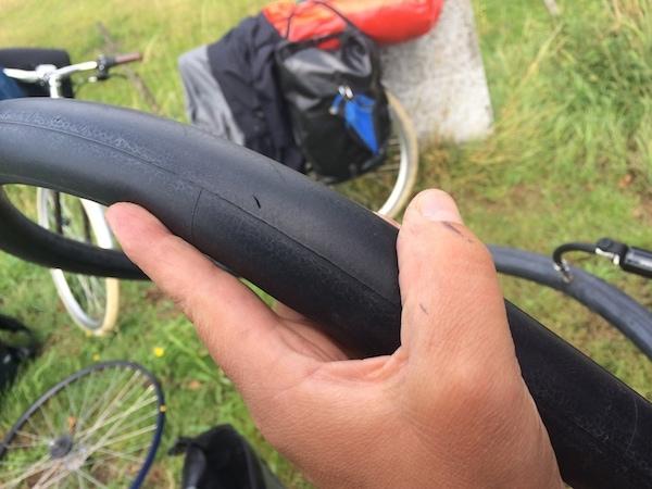 Ein Loch ist im Reifen...