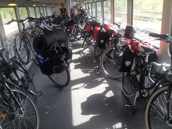 Wir waren nicht die einzigen Radreisenden im Zug...
