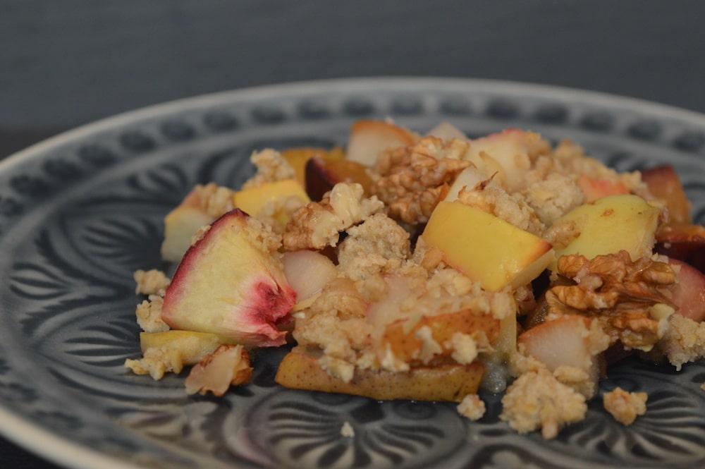 Crumble aus Lieblings-Früchten und Hafer-Zimt-Kardamom-Streuseln