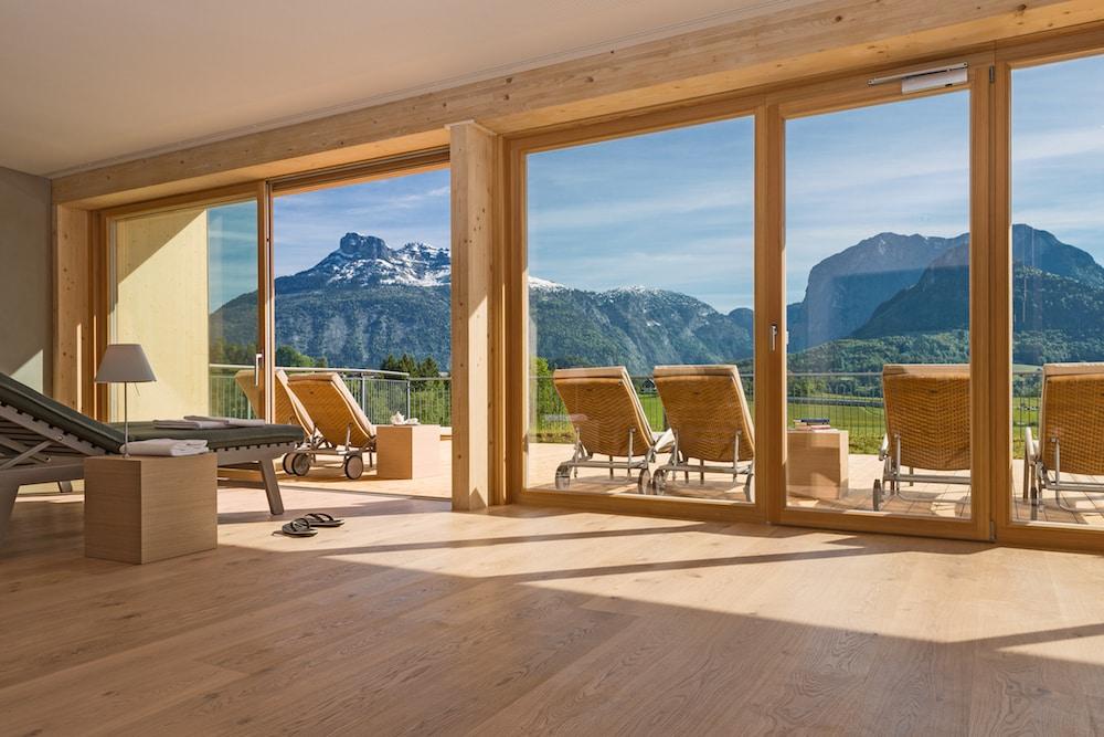 Einer der Ruheräume mit Bergblick. Foto: Alexander Koller (Pressefoto)